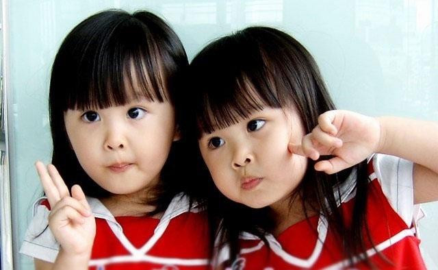 这对超萌的台湾双胞胎十年3岁的时候因可爱的外表