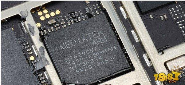 图为酷派大神F2前后摄像头拆机 拆机评测总结: 酷派大神F2采用联发科MT6592+MT6290的4G解决方案,提供4G网络支持,同时还拥有八核高性能,在硬件配置上表现令人满意。通过以上拆解,我们还可以看出,酷派大神F2做工用料都非常出色,品质上延续了酷派一贯的扎实风格,质量可靠,而其售价不足千元,是一款超高性价比八核4G手机。 以上就是酷派大神F2拆机评测,大家看完之后是不是对大神f2有了更多的了解。希望本篇文章对想要购买此手机的朋友做个好的参考,谢谢大家阅读本篇文章!