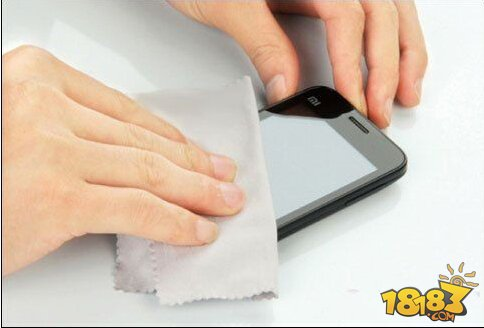 手机掉水里怎么办 4个步骤拯救你的手机