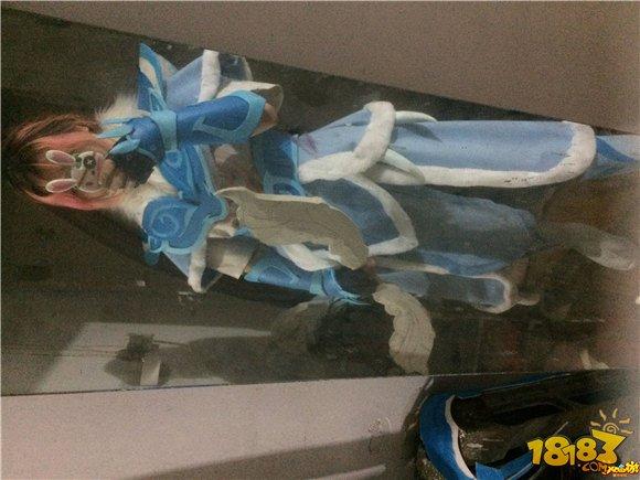 游戏图片 美图 玩家手工制作杀破狼cosplay全过程   白色的假发,扎成