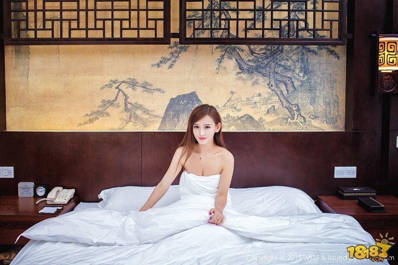 网红嫩模李玉洁床上性感写真