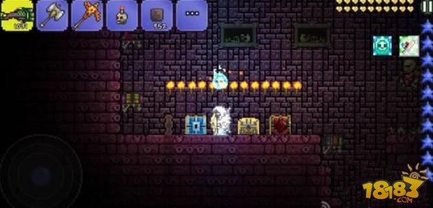 泰拉瑞亚最新版卡箱子方法 泰拉瑞亚pe是一款画面非常精美清新带有像素风格的趣味盒子类rpg游戏,在游戏中玩家需要控制主角在世界中完成搜集各种东西完成战斗任务。这是官方目前推出的最新版本游戏,这次更新后追加了更多全新的内容。  泰拉瑞亚手机版新版卡箱子方法图文详解 泰拉瑞亚手机版新版如何卡箱子?