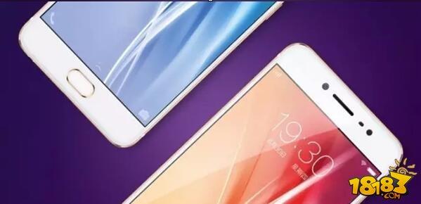 从图片中可以看出,X7依旧走高颜值路线,机身正面下方提供指纹识别功能,背部为全金属材质,机身比较圆润,握感应该会不错。 此外,昨天的视频测试中显示,X7在应用启动速度和前置指纹识别的速度上,都领先于iPhone 6S和三星的S7 Edge。 从目前vivo官方公布的信息看,X7将会首他们旗下首款正面指纹识别手机,搭载高通骁龙8976处理器(骁龙652),采用4GB+64GB存储组合,同时还搭载全新智慧引擎2.